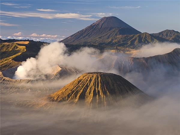Indonesia vacation, Volcanoes and temples
