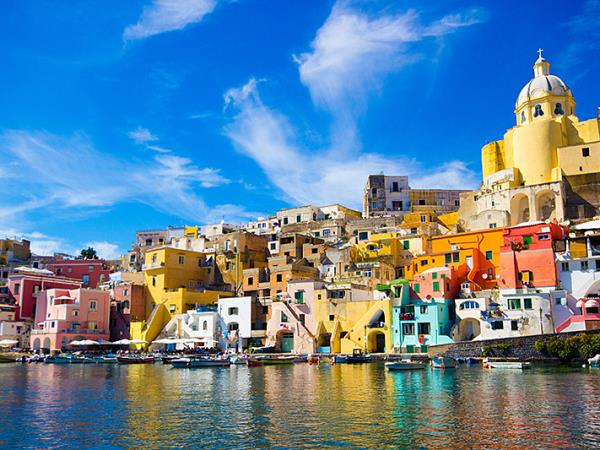 Italalian island hopping holiday in the Bay of Naples