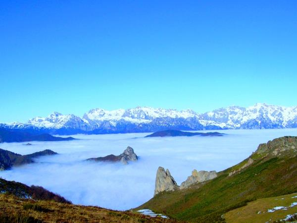 Yoga and hiking in the Picos de Europa, Spain