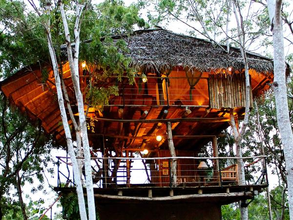 Yala tree houses & mud chalets in Sri Lanka