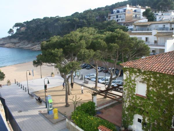 Catalonia cycling tours, beach & mountains