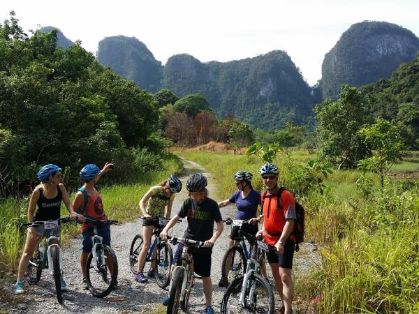 Sarawak rainforest cycling tour, Borneo