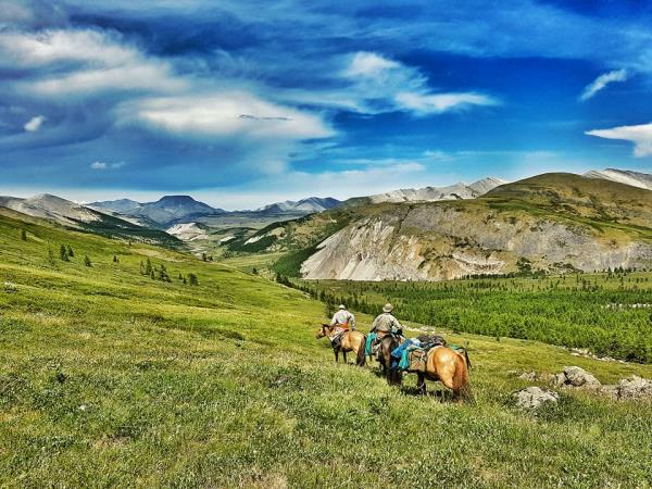 Exploratory horse trekking vacation in Mongolia