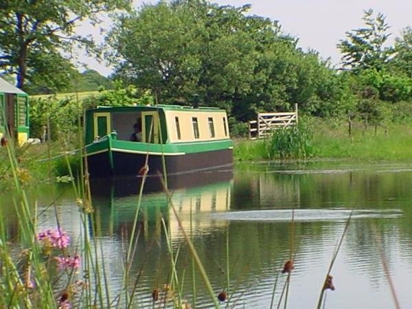 Houseboat vacations in Devon, England