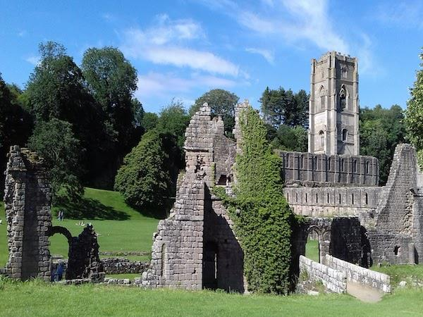 York to Fountains Abbey self-guided hiking holiday
