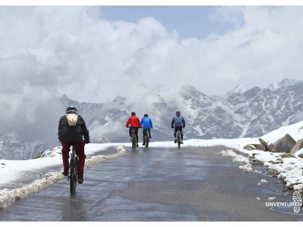 Manali Leh cycling tour in India