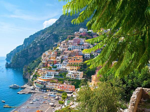 Yacht charter on Amalfi Coast, families