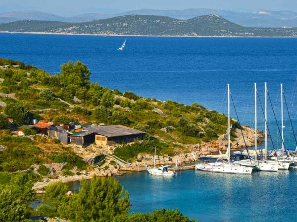 Yacht charter in Croatia, 8-12 people
