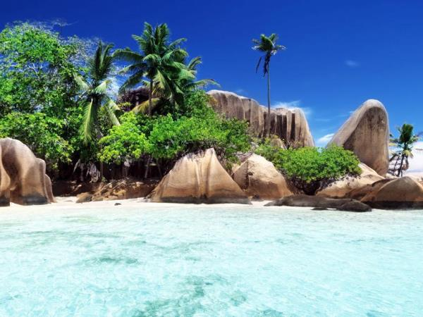 Yacht charter in the Seychelles, families