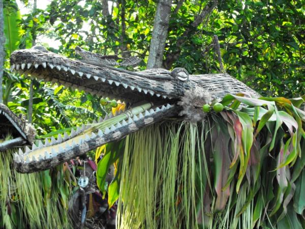 Papua New Guinea tour and Sepik River cruise