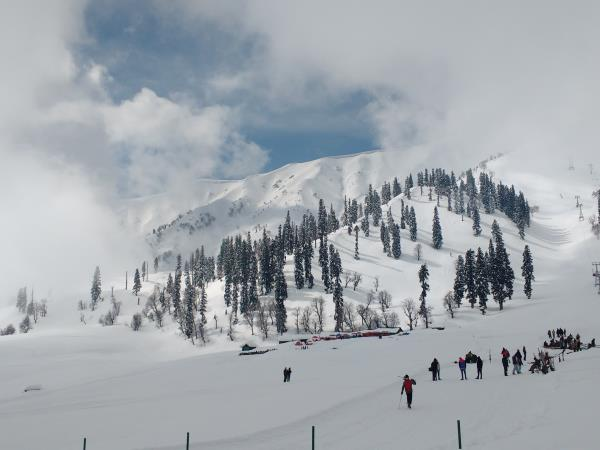 Gulmarg skiing holiday in India