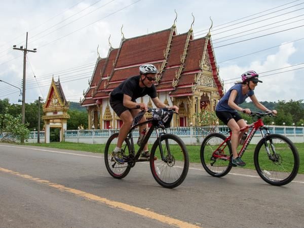 Hanoi to Halong Bay cycling vacation, Vietnam