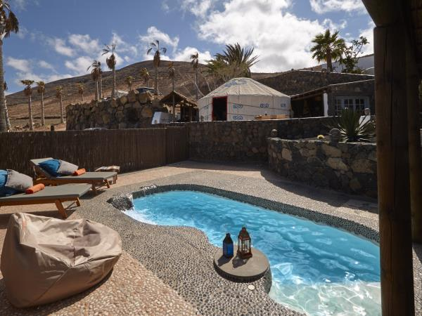 Lanzarote yurt vacation with pool