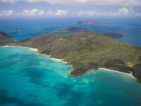 Learn to sail in the Whitsundays