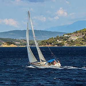 Sailing course holidays guide