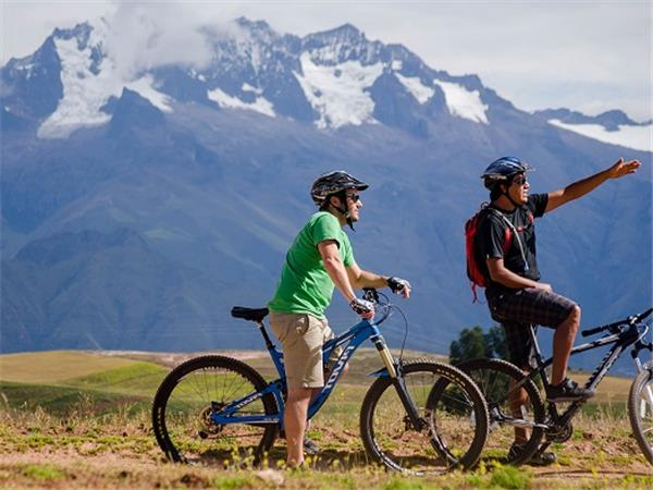 Small group biking vacation in Peru