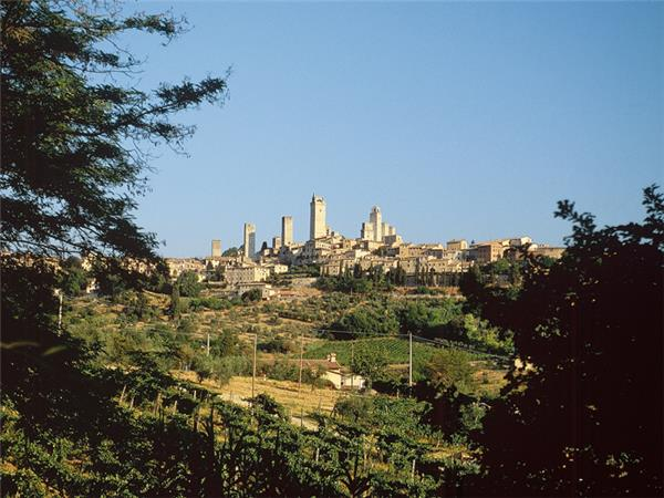 Tuscany tours, walking and wine tasting in Italy