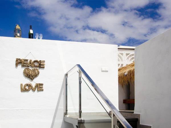 Lanzarote seafront accommodation, sleeps 4