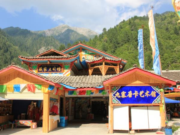 Tibetan culture tour in Sichuan, China