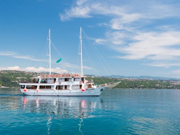 Dubrovnik to Split small ship cruise