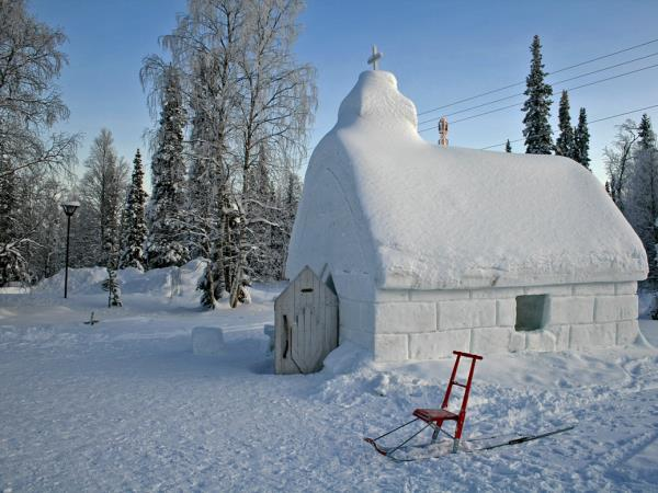 Family winter vacation to Lapland, Finland with log cabin stay