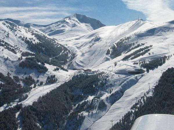 Family skiing vacation in Pyrenees