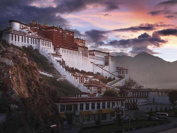 Tibet adventure vacation