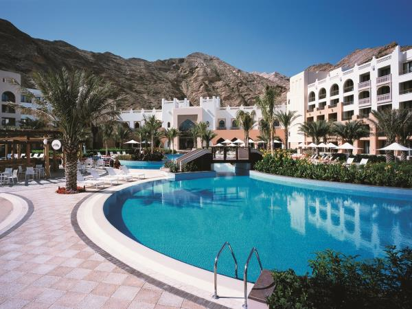 Luxury vacation to Oman, 2 luxury hotels