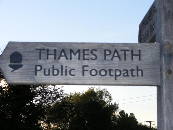 Thames Path walking vacation in England
