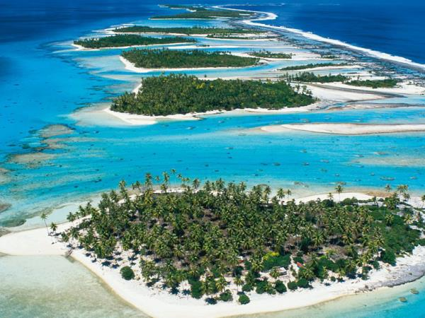 Desert island survival in French Polynesia