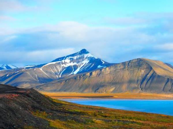 Arctic expedition cruise, circumnavigation of Spitsbergen