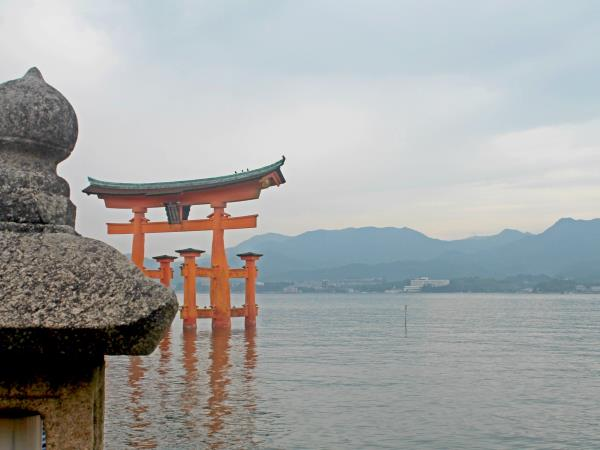 Japan 15 day tour, ancient forts & futuristic cities