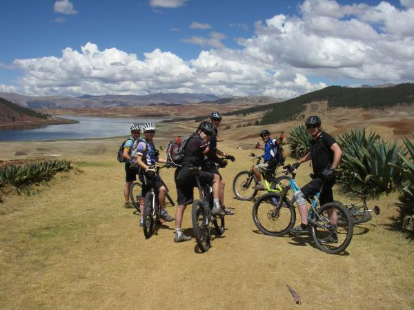 Trekking and mountain biking in Peru
