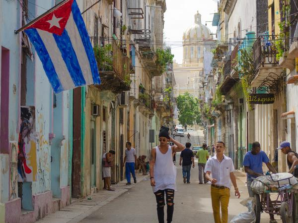 Cuba on a Shoestring small group vacation