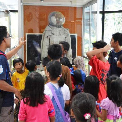 Children looking at astronaut