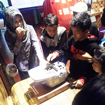 Children looking at artifacts