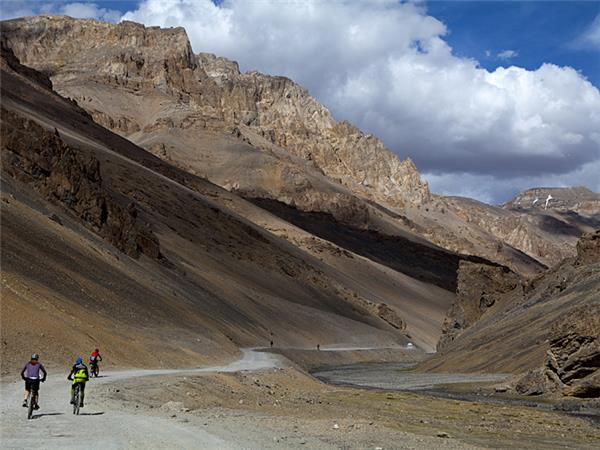 Manali to Leh biking vacation in the Himalayas, Ladakh