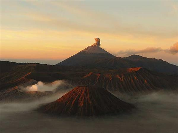 Volcano trekking vacation in Indonesia