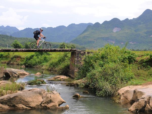 Vietnam mountain biking vacation