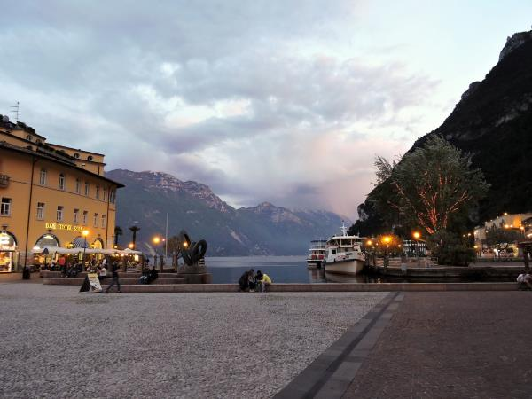 Cycling vacation in Lake Garda & Como, Italy