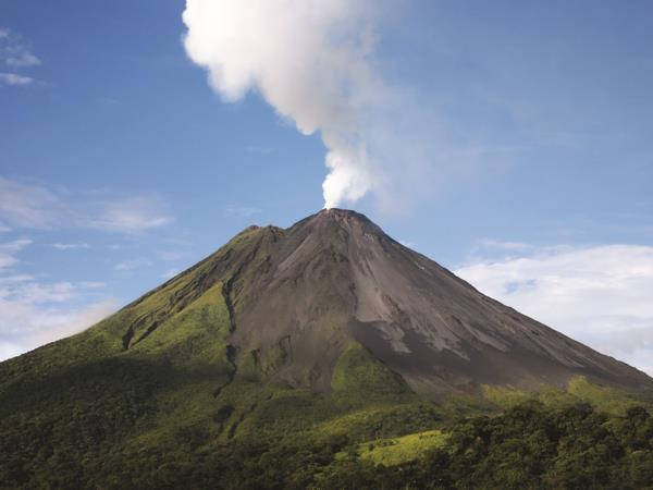 Costa Rica bespoke vacation, wildlife and volcanoes