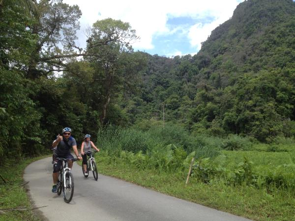 Borneo wildlife cycling vacation