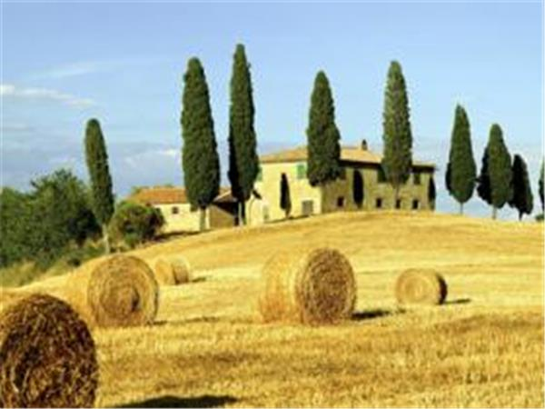 Tuscany self guided hiking tour in Italy