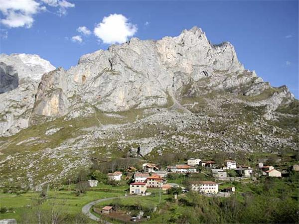 Picos mountains walking vacation in Spain