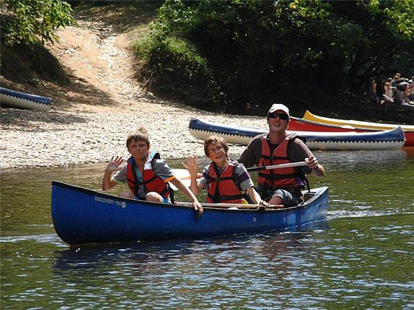 Dordogne family activity week in France