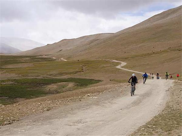 Lhasa to Kathmandu biking vacation
