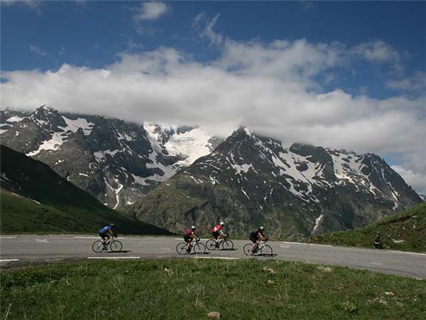 Climbs of the Alps biking vacation, France
