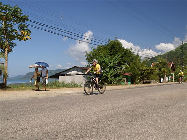 Central America cycling vacation