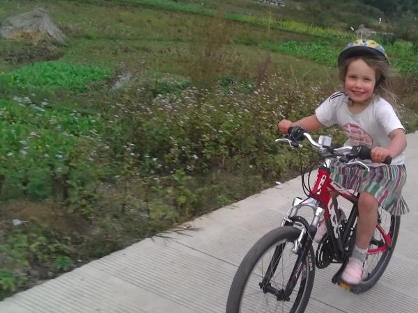 China family cycling & activity holiday, Yangshuo