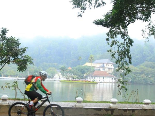 Sri Lanka highlights biking vacation